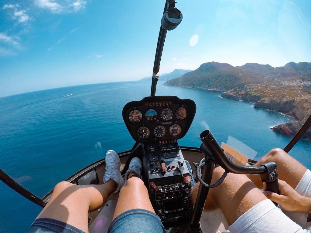 Vista a costa de Mallorca desde helicoptero